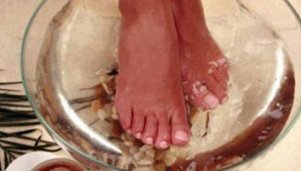 Японская техника: окуните ноги в эту смесь и очистите весь организм!