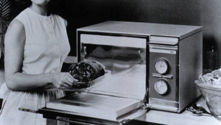 В СССР в 1976 году микроволновые печи были запрещены из-за их вредного воздействия на здоровье, поскольку в отношении них было проведено множество исследований.