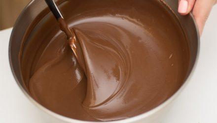 Очень удачный рецепт шоколадной глазури, которая никогда не растекается
