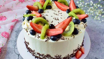 Воздушный бисквит с творожным кремом и ягодами