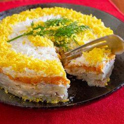 Салат «Мимоза» с консервированной рыбой