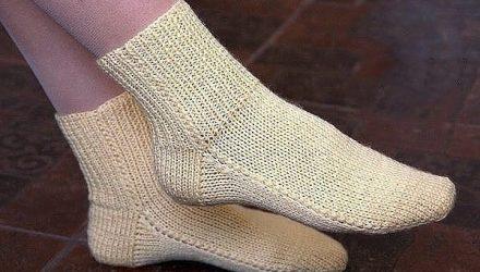 Носки на двух спицах без шва. Простой способ вязания
